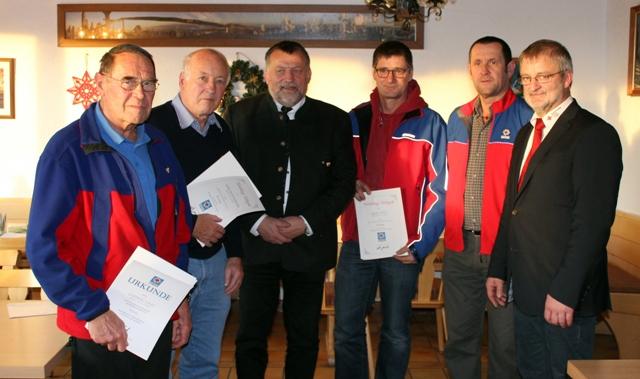 Die Geehrten mit Bereitschaftsleiter Thomas Graf, Gegionalleiter Manfred Falkner und Kreisgeschäftsführer Horst Kurzböck